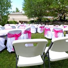 Notre mobilier de réception de qualité professionnelle peut être utilisé pour les festivités de plein air comme pour les événements en intérieur.