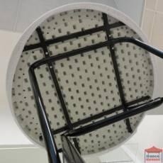 Les tops sont des coiffes en stretch recouvrant le plateau de votre table mange-debout, avec un élastique de maintien sous le plateau, offrant un meilleur visuel à vos tables.