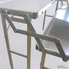 Notre présentoir en aluminium se plie et se déplie très facilement sans outil