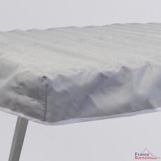 L'habillage en tissu de notre table présentoir pliante est équipée d'un retour sur la face avant ainsi que sur les côtés