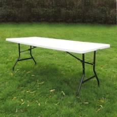 Résistante et pratique à transporter, notre table de réception pliante rectangulaire de 183cm est l'atout d'une manifestation réussie
