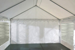 Notre tente de réception de 5m x 8m pour festivités est équipée d'une porte sur chacun des 2 pignons : une porte de largeur 1,50 m, et une porte de largeur de 2,70 m