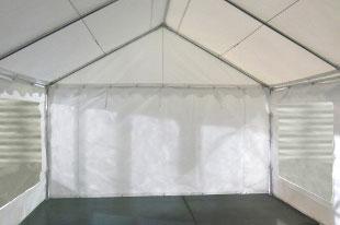 Notre tente de réception PE de 5m x 8m pour festivités est équipée d'une porte sur chacun des 2 pignons : une porte de largeur 1,50 m, et une porte de largeur de 2,70 m