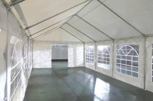 Porte de 1,50m sur un des pignons de notre tente de réception événementielle de 5x6m