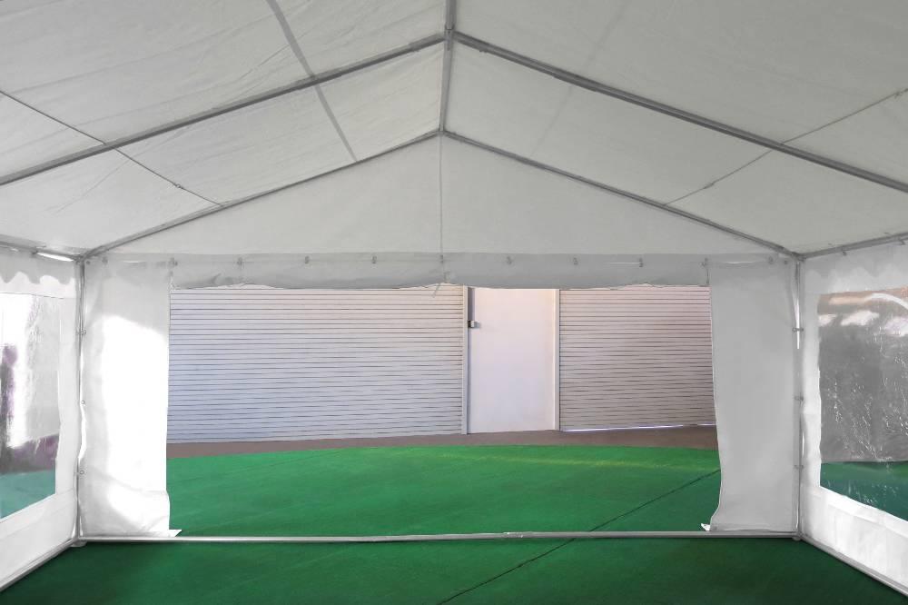 Porte de 1,50m sur un des pignons de notre tente de réception événementielle de 5x12m