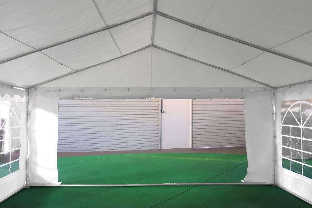 Porte de 1,50m sur un des pignons de notre tente de réception événementielle de 5x10m