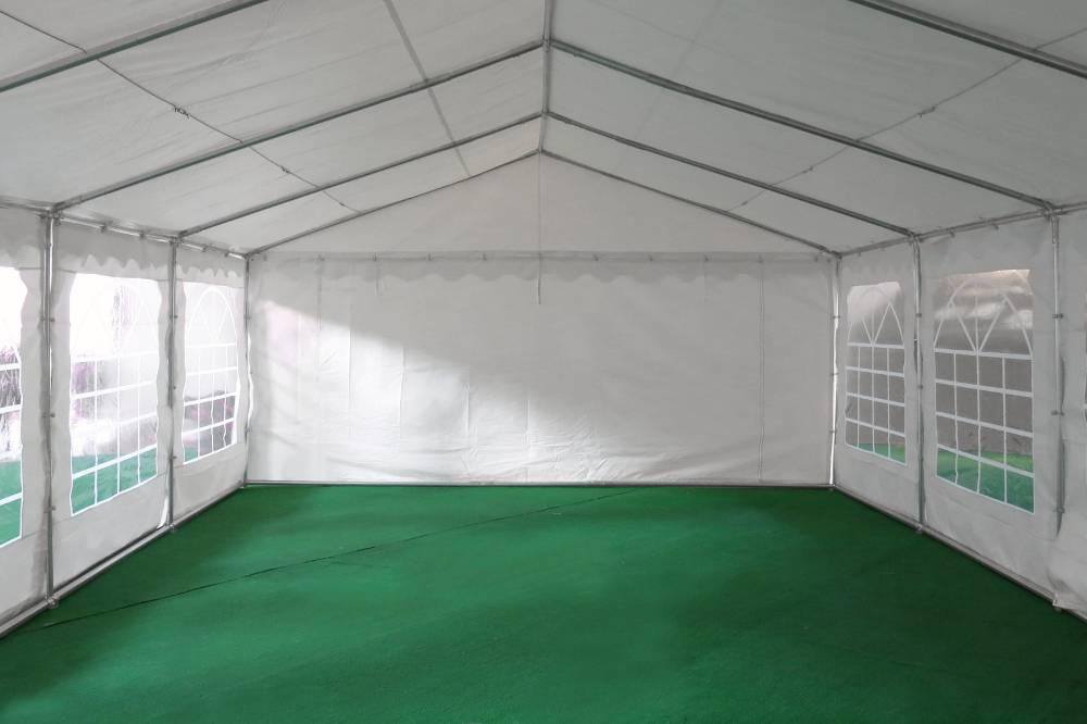 Notre tente de réception de 4m x 10m pour festivités est équipée d'une porte sur chacun des 2 pignons : une porte de largeur 1,50 m, et une porte de largeur de 2,70 m