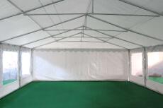 Notre tente de réception de 6m x 10m pour festivités est équipée d'une porte sur chacun des 2 pignons : une porte de largeur 1,50 m, et une porte de largeur de 2,70 m
