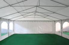 Notre tente de réception de 7m x 15m pour festivités est équipée d'une porte sur chacun des 2 pignons : une porte de largeur 1,50 m, et une porte de largeur de 2,70 m