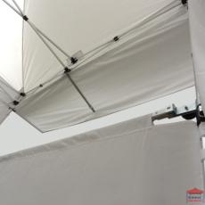 Vue de dessous de la casquette extension soleil, idéale pour augmenter la surface protégée de vos tentes pliantes