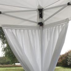 Mise en place simple par bande velcro de 4cm de notre rideau plissé de décoration pour tente de réception pliante