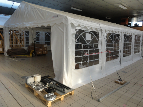 Venez découvrir nos différents modèles de barnums pliants et de tentes de réception au showroom de France-Barnums.com