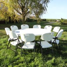 Notre table de réception ronde pliante de diamètre 160cm peut accueillir de 8 à 10 personnes confortablement