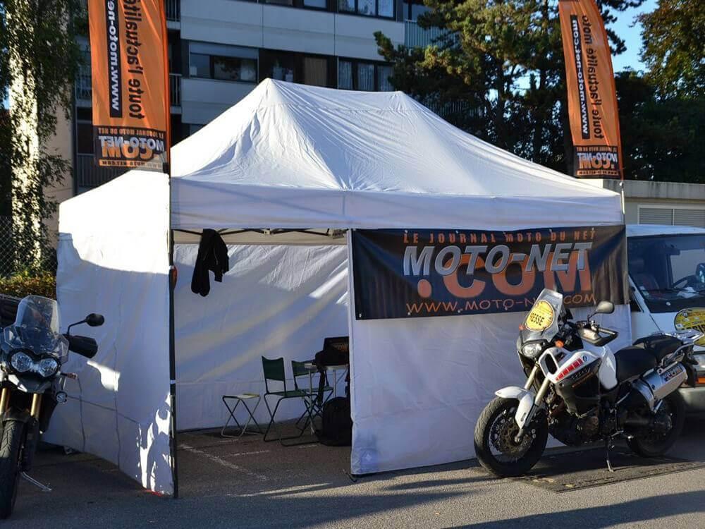 Barnum Acier Semi Pro 3x4,5m en paddock pour moto