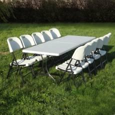 autour d'une table rectangulaire les chaises pliante s'adapte à toute situation