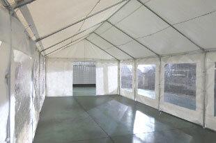 Porte de 1,50m sur un des pignons de notre tente de réception événementielle de 4x8m